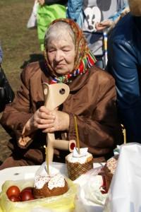 10-бабушка с палочкой